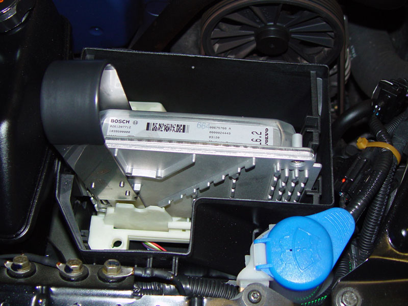 Volvo S40 Ecu - During Opening Of The Ecutcm Housing Lid And When Placing Back You Might Find A Bit Of Resistance Near The Powersteering Fluid Reservoir - Volvo S40 Ecu